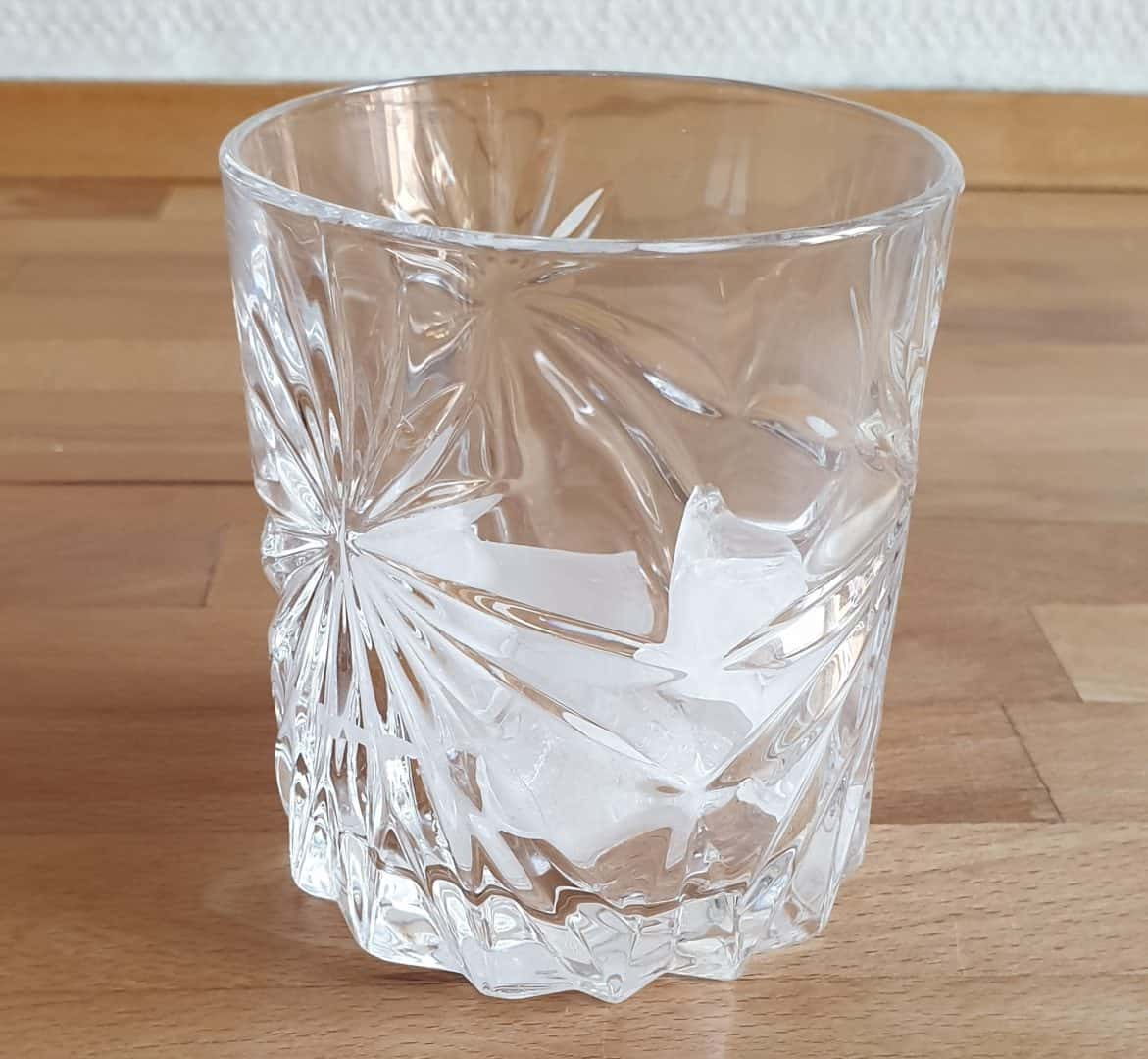 Start making the iced coffee with ice cubes